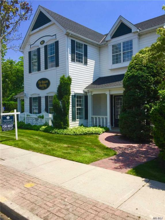 112 S Country Rd, Bellport Village, NY 11713