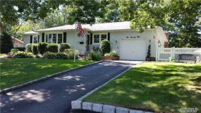 Photo of 174 Swan Lake Dr, Patchogue, NY 11772
