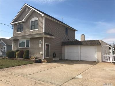 Photo of 380 East Dr, Copiague, NY 11726