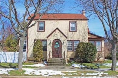 215 Cypress St, Floral Park, NY 11001
