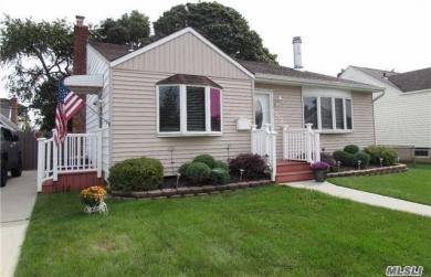 112 Deauville Pkwy, Lindenhurst, NY 11757