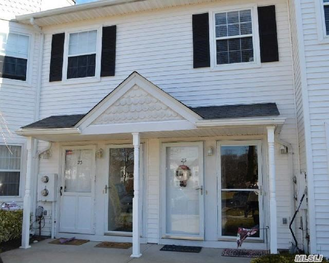 25 Country View Ln, Middle Island, NY 11953