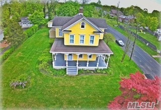 Photo of 376 Middle Rd, Bayport, NY 11705