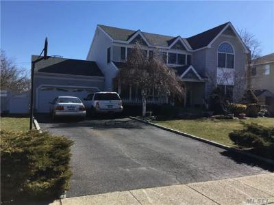 Photo of 17 Seabreeze Ln, West Islip, NY 11795