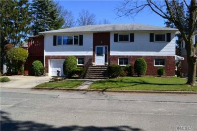 3 Earl St, Floral Park, NY 11001