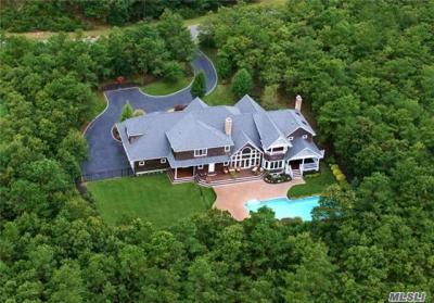 Photo of 18 Henry's Hollow Ct, E Quogue, NY 11942