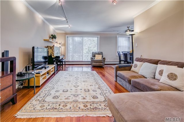 21 Bond St #2b, Great Neck, NY 11021
