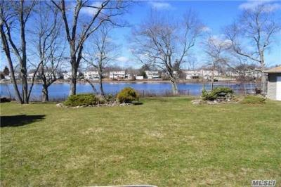 Photo of 20 Arbour St, West Islip, NY 11795