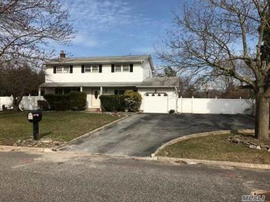 36 Camille Ln, E Patchogue, NY 11772