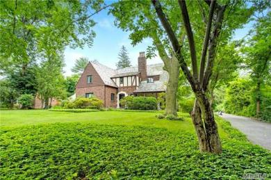 15 Mirrielees Rd, Great Neck, NY 11021