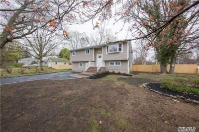 Photo of 113 W Willow St, Central Islip, NY 11722