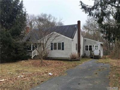 Photo of 80 Fischer Ave, Islip Terrace, NY 11752