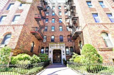 110-21 73rd Rd, Forest Hills, NY 11375