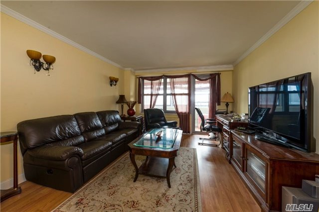 70-25 Yellowstone Blvd #2g, Forest Hills, NY 11375