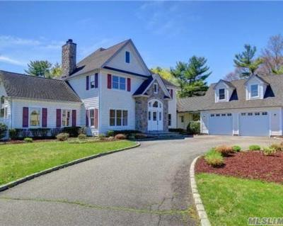 Photo of 2 Red Cedar Ct, Dix Hills, NY 11746