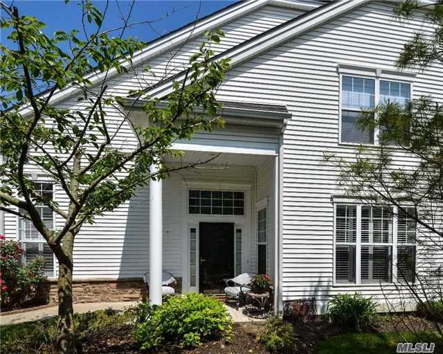 42 Applause Dr, Eastport, NY 11941