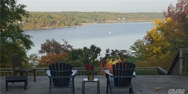 9 Halyard Ct, Cold Spring Hrbr, NY 11724