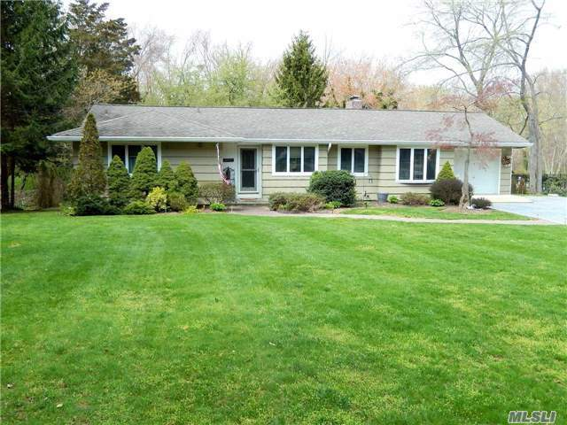 3 Woodmere Dr, Northport, NY 11768