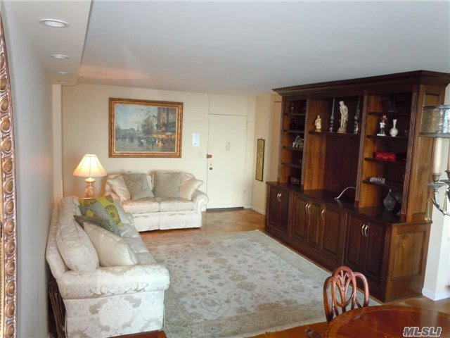 269-10 Grand Central Pky #18s, Floral Park, NY 11005