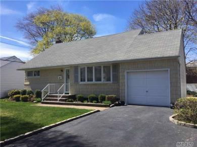 46 W Lincoln Rd, Plainview, NY 11803
