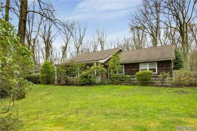 34 Beaumont Dr, Melville, NY 11747