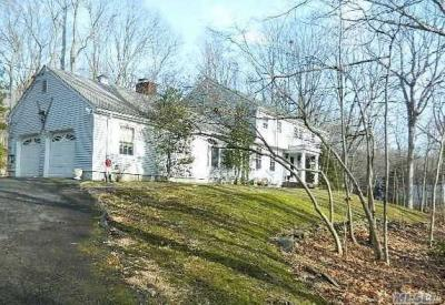 Photo of 147 Cliff Rd, Belle Terre, NY 11777