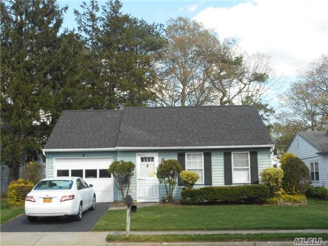 260 Edinburgh Dr #55+, Ridge, NY 11961