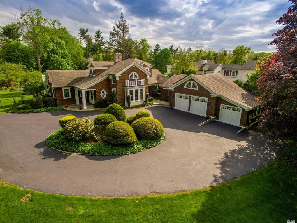 17 Iu Willets Rd, Old Westbury, NY 11568