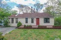 125 Phyllis Dr, Patchogue, NY 11772