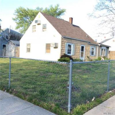 Photo of 38 Dale Ln, Levittown, NY 11756
