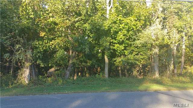 17 N Midway Rd, Shelter Island, NY 11964