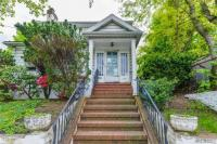 67-14 Burns St, Forest Hills, NY 11375