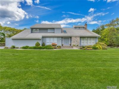 Photo of 1 Louis Dr, Melville, NY 11747