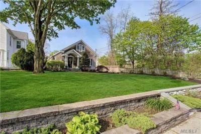 Photo of 239 Middle Rd, Sayville, NY 11782
