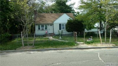 Photo of 20 W William St, Bay Shore, NY 11706
