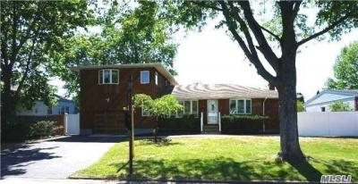 Photo of 56 W 10th St, Deer Park, NY 11729