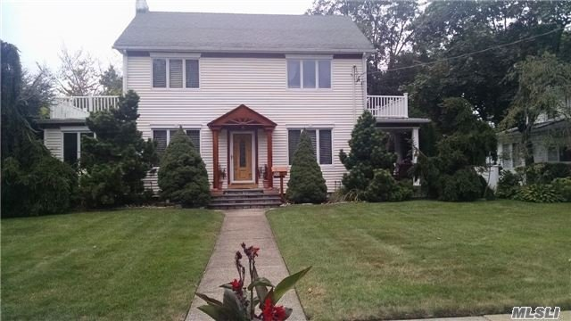 82 S Lewis Pl, Rockville Centre, NY 11570