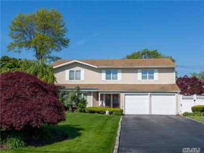 Photo of 138 Cedar Point Dr, West Islip, NY 11795