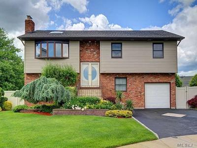 Photo of 1140 Fortune Ct, Wantagh, NY 11793