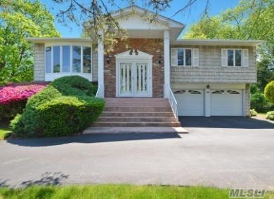 39 Peppermint Rd, Commack, NY 11725