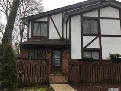 Photo of 413 Clubhouse Ct, Coram, NY 11727