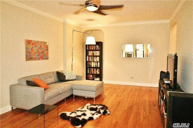 34-24 82nd St #1g, Jackson Heights, NY 11372