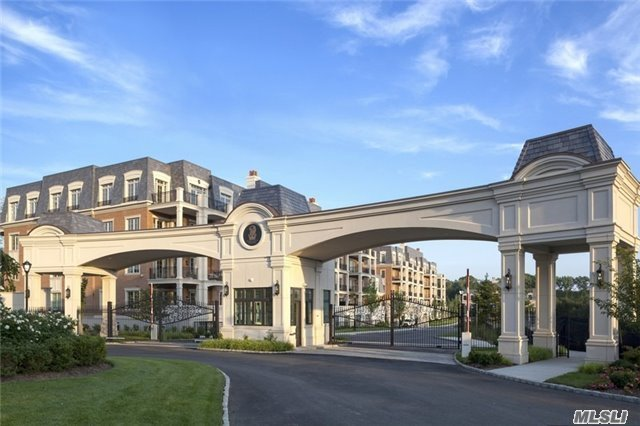 2000 Royal Court #2008, North Hills, NY 11040