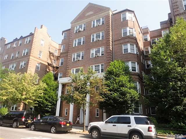 77-12 35 Ave #B21, Jackson Heights, NY 11372