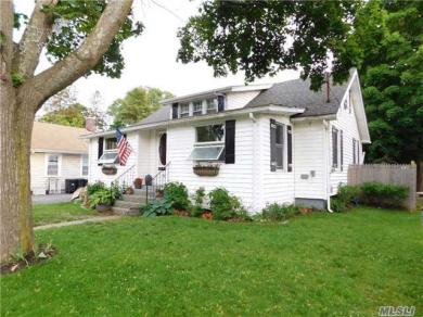 58 Taber St, Patchogue, NY 11772