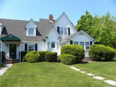 583 Montauk Hwy, East Moriches, NY 11940