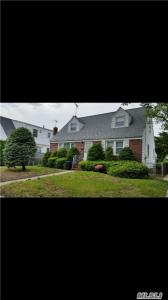 141-44 255th St, Rosedale, NY 11422