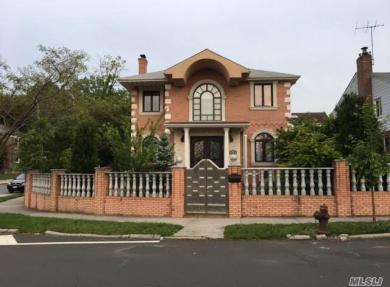 110-62 67 Rd, Forest Hills, NY 11375