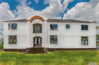 1085 Channel Dr, Hewlett Harbor, NY 11557