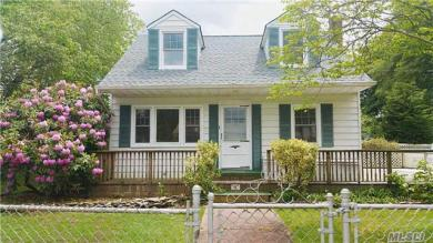 126 Russell Rd, Oakdale, NY 11769